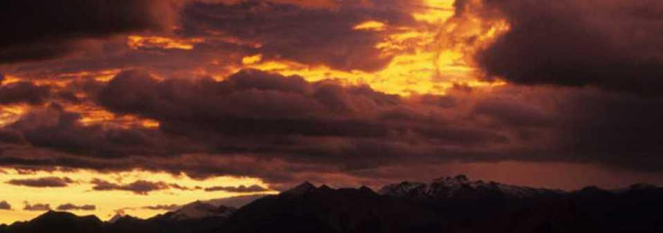 Sunset sur les Cimes basques